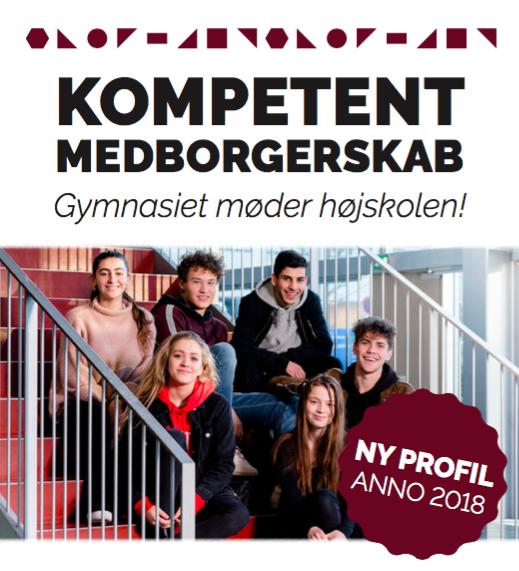 Foto af kompetent medborgerskab postkort med seks elever der sidder på hovedtrappen.